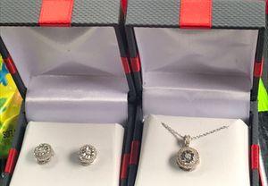 1k cluster diamond earrings for Sale in Columbus, OH