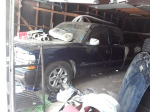1999 chevy silverado for parts need a towed truck for Sale in Dallas, TX