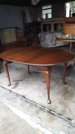Solid cherry wood table with 3 leaves and Queen Anne legs like new condition for Sale in Bath, PA