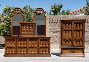 Vintage Bedroom Set w/Hutch for Sale in North Las Vegas, NV
