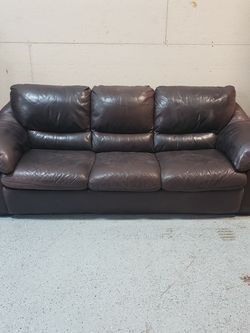 Free Leather Couch GREAT CONDITION for Sale in Issaquah,  WA