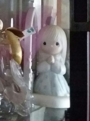Precious Moments figurine girl praying for Sale in Mascoutah, IL