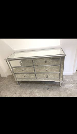 6 Drawer Mirrored Dresser for Sale in Clermont, FL
