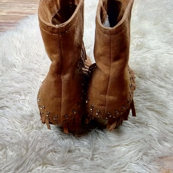 Buckle   Not Rated 'Anya' Tan Fringe Ankle Booties- SZ 8