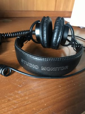 Sony MDR7506 Professional Large Diaphragm Headphone for Sale in Katy, TX