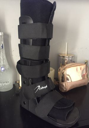 Deroyal medical boot for Sale in Bell, CA