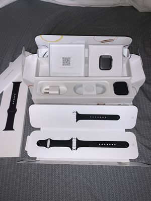 New Apple Watch Series 4 GPS+Cellular 44mm Space Grey with Black Bands for Sale in Oceanside, CA