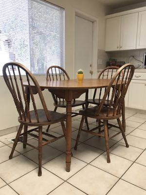 Kitchen table and chairs for Sale in San Luis Obispo, CA