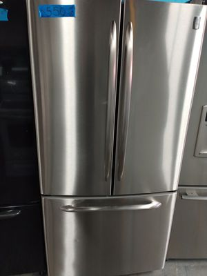 Ge stainless steel french doors fridge in excellent condition w/4 months warranty for Sale in Baltimore, MD