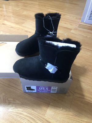 Girls warm fuzzy boots for Sale in San Diego, CA
