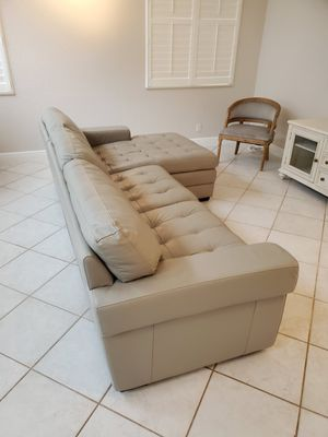 Beautiful HAVERTY sofa with chaise for Sale in Pompano Beach, FL