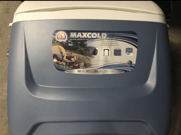 Igloo Maxcold Island Breeze Roller Cooler