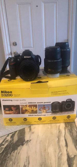 Nikon D3200 DSLR with 3 Lenses for Sale in Chicago, IL