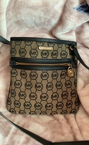 Michael Kors cross body for Sale in Fort Worth, TX