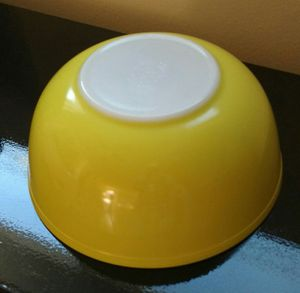 PYREX 1950s PRIMARY COLORS LARGE YELLOW MIXING BOWL for Sale in Torrance, CA