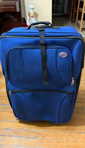 American Tourister Two wheel luggage, 18.5 x 25 for Sale in Miami, FL
