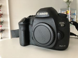 5D Mark iii + Battery & Charger for Sale in Miami, FL