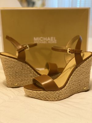 New Authentic Michael Kors Size 9 for Sale in Bellflower, CA