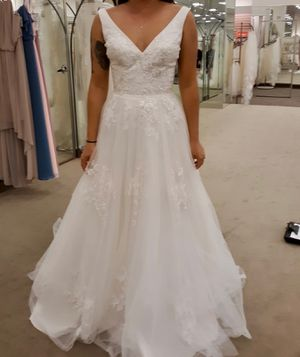 New wedding dress! No alterations and not used! for Sale in Newport Beach, CA