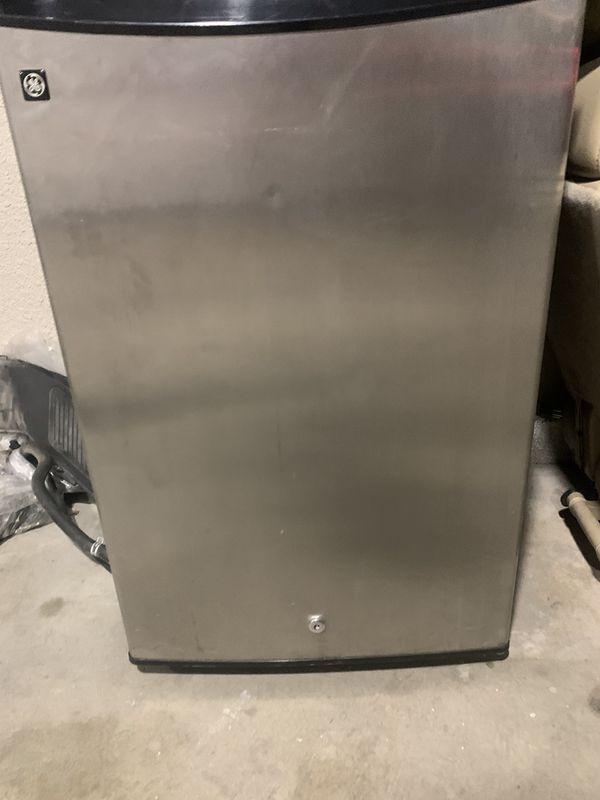 Refrigerator $70 obo refrigerator it's in very good conditions