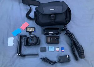 Canon vixia Hf R600 with equipments for Sale in New York, NY