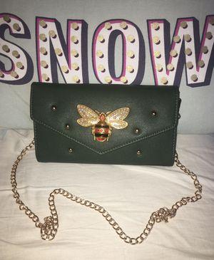 Woman's cross body purse for Sale in Anaheim, CA