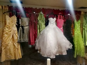 Authentic Expensive Prom or Wedding Dresses With $200 & Up Price Tag Only $100 From Me for Sale in Santa Fe Springs, CA