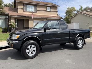 Toyota Tacoma pre-runner for Sale in Rancho Cucamonga, CA