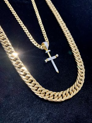 EXCLUSIVE NAIL CROSS 18K GOLD FULL DIAMONDS CZ NEW CHAIN MADE IN ITALY! for Sale in North Bay Village, FL