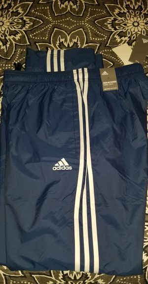 ESSENTIALS 3-STRIPES adidas PANTS size medium new for Sale in The Bronx, NY