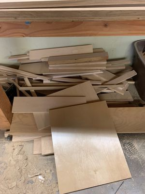 Free wood and metal scraps for Sale in Azusa, CA