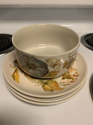 Plates and bowl for Sale in Pleasanton, CA