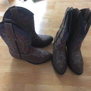 Girls size 9 boots for Sale in Stokesdale, NC