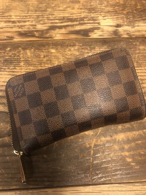 Like New Louis Vuitton Zippy Compact Wallet for Sale in Salt Lake City, UT