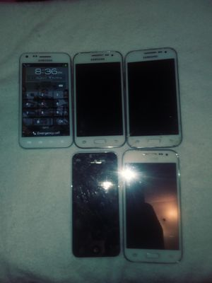 LOT OF 4 GALAXIES PHONES & 1 APPLE IPHONE for Sale in Philadelphia, PA
