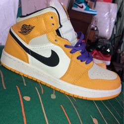 Nike 1 Mid SE Lakers - Yellow - Hi-top Sneakers for Sale in Los Angeles,  CA
