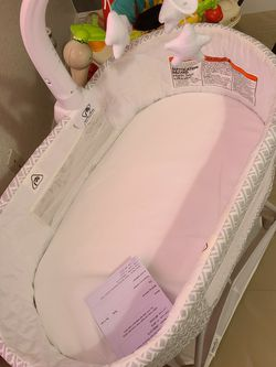 Baby's Bassinet for Sale in Tampa,  FL