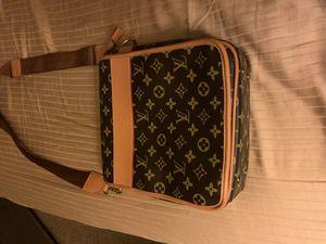 Louis Vuitton Cross Body Bag for Sale in Covington, WA