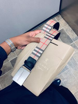 Authentic Burberry Belt Waist 30 for Sale in Glendale, CA