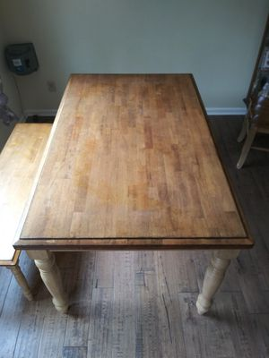 Dining room table and bench. for Sale in Murfreesboro, TN
