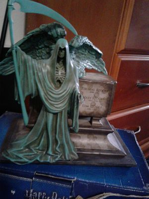 ☆USED LIKE NEW☆ °○•°•WORLD FAMOUS HARRY POTTER COLLECTIBLE CHARACTER STATUE•°•○° for Sale in Pico Rivera, CA