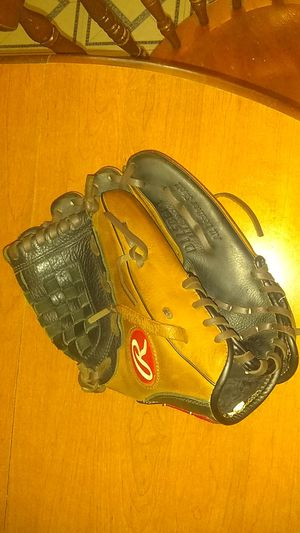 Baseball glove for Sale in Avon Lake, OH