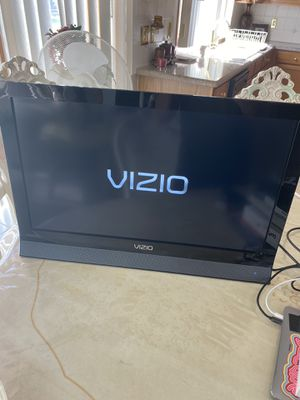 32 inch TV for Sale in Shelby Charter Township, MI