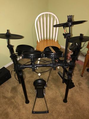 Alesis Nitro MESH (not rubber) elec go tronic drum kit - like new perfect condition...save $100 for Sale in Hobe Sound, FL