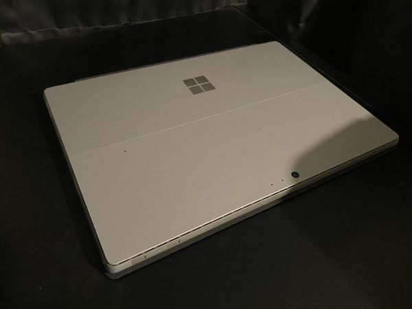 Surface pro 7 mint condition with pen included