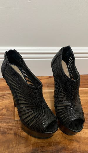 Size 5 1/2 tall heels for Sale in Miami, FL