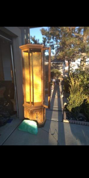 6' top-lit hutch with golden backdrop, tall display w/3 glass shelves & storage for Sale in Reno, NV