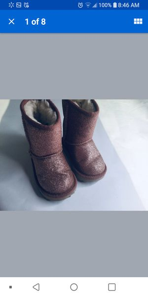 toddler girl ugg boots 6-7 pink sparkle for Sale in Bolingbrook, IL
