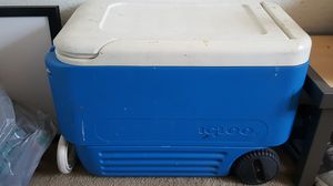 Igloo cooler chest for Sale in Moreno Valley, CA