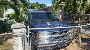 Last week going to recycler 1998 chevy suburban gmc tahoe yukon parting out for Sale in Miami, FL